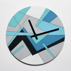 Часы настенные с абстрактным геометрическим рисунком