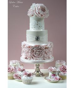 Prettiest Wedding Cakes Ever by Leslea Matsis ~ we ♥ this! moncheribridals.com