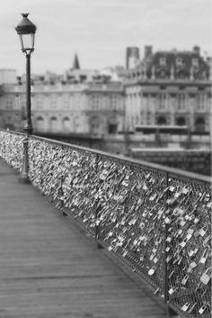 Enchained love... Paris