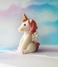 How gorgeous is this fondant unicorn cake topper? Made by the talented Cath Cake Toppers in Perth, Australia.