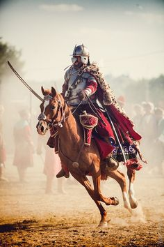 Husaria - the Polish-Lithuanian Winged Hussars were the main calvary between 16 and century and widely regarded as the most powerful cavalry formation in the world. Polish Hussars were undefeated in battle for over 100 years. Medieval Armor, Medieval Fantasy, Military Art, Military History, Horse Caballo, Poland History, Templer, Arm Armor, Fantasy Warrior