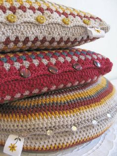 Lovely crochet pillows. Great ideas for button placement to open and remove for wash. Inspiration only.