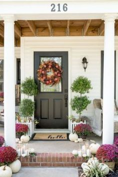 22 Inspiring Fall Porch Decorating for Your House Home Porch, House With Porch, Fall Home Decor, Autumn Home, Veranda Design, Front Porch Design, Front Porch Steps, Building A Porch, Diy Décoration