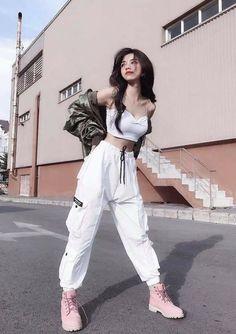 Korean Girl Fashion, Korean Fashion Trends, Ulzzang Fashion, Korean Street Fashion, Kpop Fashion Outfits, Fashion Dresses, Fashion Fashion, Fashion Youtubers, Classy Fashion