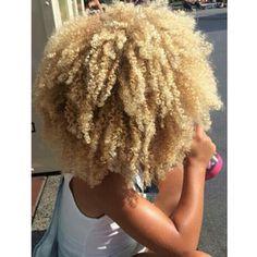 Image de blondie, naturalhair, and longhair Blonde Afro, Blonde Natural Hair, Curly Afro Hair, Blonde Curly Hair, Natural Hair Tips, Curly Hair Styles, Natural Hair Styles, Blonde Curls, Natural Afro Hairstyles