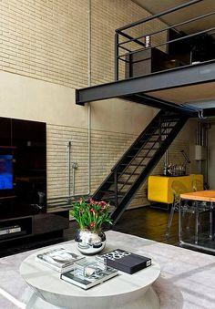 Loft industrial en dos alturas: escaleras