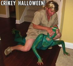 Steve Irwin and a Crocodile -Best-Ever Halloween Costume Funny Couple Costumes, Best Couples Costumes, Funny Couples, Funniest Costumes, Couple Costume Ideas, Meme Day Costumes, Costumes 2015, Couples Cosplay, Celebrity Costumes