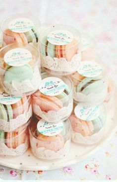 We love macarons!