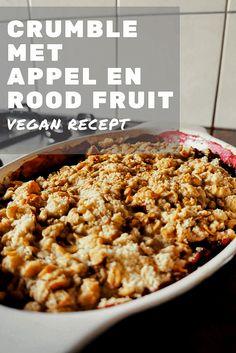 RECEPT vegan crumble met appel en rood fruit - Hallo Helena Easy Healthy Recipes, Veggie Recipes, Whole Food Recipes, Easy Meals, Vegan Crumble, Fruit Crumble, Vegan Sweets, Vegan Desserts, Whole Foods