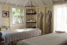 Spas, Resorts, Suites, Cottage, Bed, Serenity, Furniture, Home Decor, Luxury Hotels