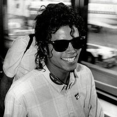 His smile ♡♡♡♡♡ Michael Jackson Jackson Family, Janet Jackson, Oprah Winfrey, Barack Obama, Beautiful People, Most Beautiful, Beautiful Person, Beautiful Smile, Michael Jackson Bad Era