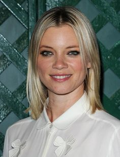 Amy Smart Mid-Length Bob - Amy Smart arrived at the video premiere of 'My Valentine' wearing her flaxen hair in a sleek slightly layered bob. Mid Length Bobs, Amy Smart, Cut And Color, Beautiful Actresses, Short Hair Styles, Hair Makeup, Hair Cuts, Hair Beauty, Face