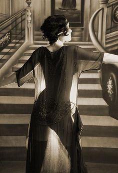 backlighting -Stunning moment of #vintage flapper girl...