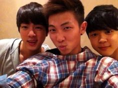 Kim Seokjin, Kim Namjoon et Park Jimin (Pre-debut photo) // MY GOD THEY'RE ALL THR SAME BUT JIMINNIE WAS MORE PUFFY OH GOD SO CUTE