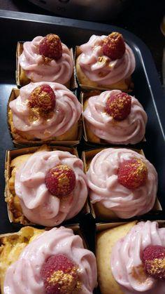White Schokolade m. Himbeer Creme Cupcake Muffins, Cupcakes, Doughnut, Creme, Desserts, Food, Raspberries, Schokolade, Backen