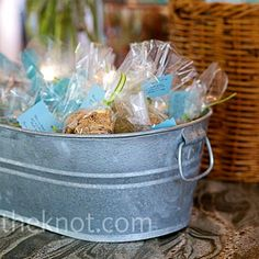 cookie wedding favors, I like the tub idea for holding the favors!  Cute garden theme idea.