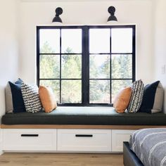 Perfect Sunday to sit and read a book on this window seat. Window Benches, Modern Window Seat, Bay Window Seating, Bedroom Windows, Window Seats Bedroom, Window Seat Cushions, Bay Windows, Chair Cushions, Interior Design Studio