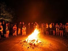 Feel Areias do Seixo | Circle of fire | At the end of the day, come and enjoy a glass of wine in the heat and light of the bonfire… Let us toast LIFE together!