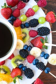 Fast and healthy fruit fondue with a chocoate dipping sauce