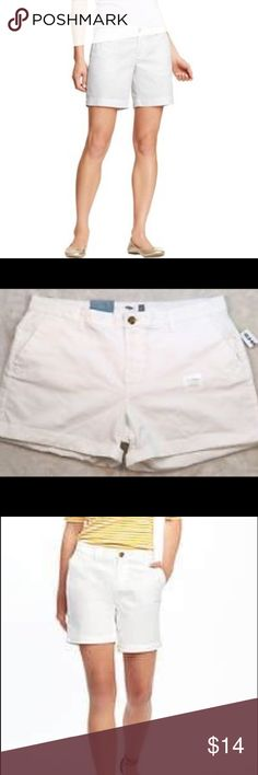 🆕White Old Navy Shorts Woman regular size 12 shorts excellent condition . No stains no tears . Two side pockets and two back pockets without zipper or buttons. Old Navy Shorts