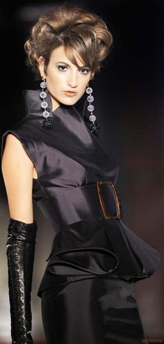 This outfit - and the gloves - are spectacular and will have an impact on both the wearer and her admirers.