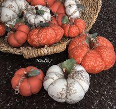 decoration for fall - vintage Seasonal Flowers, Red Flowers, Love Decorations, Fall Home Decor, Autumn Theme, Pin Cushions, Decor Styles, Make It Simple, Monogram