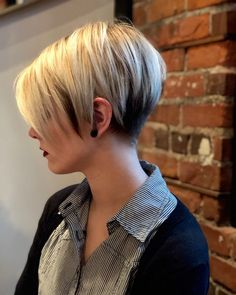 Latest short haircuts for that will give you a stunning look. Pixie cuts, bob hairstyles, shaggy and edgy short haircut, textured bobs and more. Popular Short Haircuts, Short Pixie Haircuts, Short Hairstyles For Women, Easy Hairstyles, Layered Haircuts, Haircut Short, Bob Haircuts, Prom Hairstyles, Bob Short