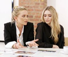 Mary Kate and Ashley Olsen- Have worked longer than anyone else in history-starting at just 6 months old who else can say that! Mary Kate Ashley, Mary Kate Olsen, Elizabeth Olsen, Ashley Olsen Style, Olsen Twins Style, Pretty People, Beautiful People, Olsen Sister, Mein Style