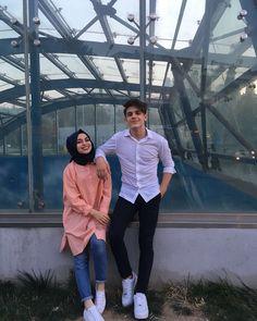 B A T U H A N & K Ü B R A (@kkubra.bbatuhan)🌹 Cute Muslim Couples, Cute Couples Photos, Cute Couples Goals, Romantic Couples, Cute Relationship Goals, Cute Relationships, Fashion Couple, Cute Fashion, Muslim Fashion