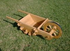 wheelbarrow Wood Projects, Woodworking Projects, Projects To Try, Wooden Wheelbarrow, Hand Cart, Medieval Furniture, Medieval Life, Furniture Plans, 16th Century
