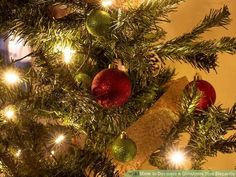 How to Decorate a Christmas Tree Elegantly