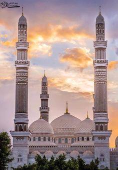 Alsalah moskee, Sanaa in Jemen Mosque Architecture, Religious Architecture, Beautiful Architecture, Art And Architecture, Ancient Architecture, Islamic World, Islamic Art, Sainte Sophie, Beautiful Mosques