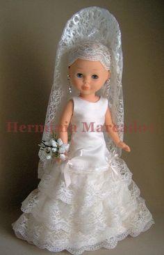 Trajes de novia Nancy - Página web de herminiamarcado1 Sewing Doll Clothes, American Doll Clothes, Girl Doll Clothes, Nancy Doll, America Girl, Bride Dolls, Pyjamas, Wellie Wishers, Doll Costume