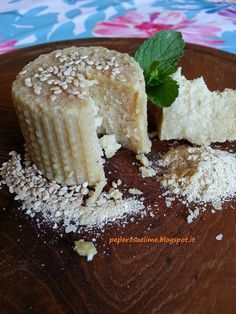 Cashew cheese fermented and seasoned with sesame Vegan Cheese Recipes, Raw Food Recipes, Veggie Recipes, Cow Cheese, Cashew Cheese, Italian Cheese, Vegan Blogs, Butter Recipe, Queso