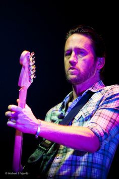 Chris Shiflett and them baby blues = magically babelicious.