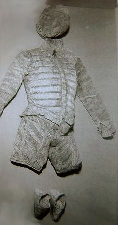 Pietro of Aragon's outfit was composed of doublet, breeches, shoes, beret and shirt (1552), San Domenico Maggiore, Naples, Photo: aneafiles.webs.com