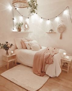 24 Brilliant Dorm Room Decor Ideas With Small Space&; 24 Brilliant Dorm Room Decor Ideas With Small Space&; bodenard bodenard chalcried 24 Brilliant Dorm Room Decor Ideas With Small […] room decor items Room Makeover, Dorm Room Decor, Small Apartment Bedrooms, Apartment Bedroom Design, Small Room Bedroom, Room Decor, Cute Bedroom Ideas, Cozy Room Decor, Room Inspiration
