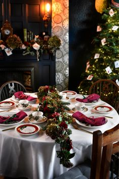 The beautiful, traditional Holly and the Ivy Portmeirion Christmas table collection, ideal for your Christmas dining.