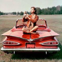 Suzy Parker by John Rawlings  1958 #vintagevogue #voguemagazine...