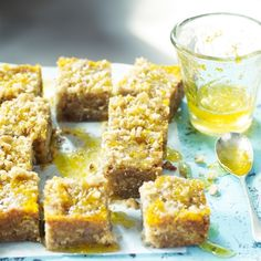 Greek orange and walnut syrup cake récipe - Versions of similar syrup-soaked cakes – also known as tishpishti – are popular with Sephardic communities all over the world.