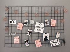 - Hause Dekorationen - Nada como um mural de fotos e recados para dar um charme para o ambiente não é mesmo? Study Room Decor, Cute Room Decor, Bedroom Decor, Bedroom Ideas, Teen Bedroom, Bedrooms, Grade Para Fotos, Decoration Tumblr, Diy Decoration