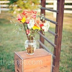 We love these simplistic yet DIY Wedding Centerpiece Ideas
