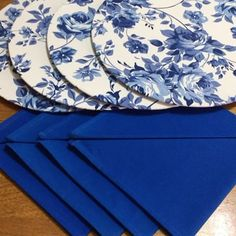 Sewing Projects Sewing Crafts Dressing Your Table Cooking Games Coasters Dining Room Napkins Plates Table Decorations Christmas Table Mats, Dining Room Table Decor, African Accessories, Table Runner And Placemats, White Chic, Cute Diys, Sewing Projects, Blue And White, Plates