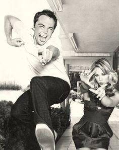 Jim Parsons (Sheldon) & Kaley Cuoco (Penny) from Big Bang Theory . Fun show Big Bang Theory, The Big Theory, Jim Parsons, Christian Grey, Pretty People, Beautiful People, Gossip Girl, Thats 70 Show, Chuck Bass