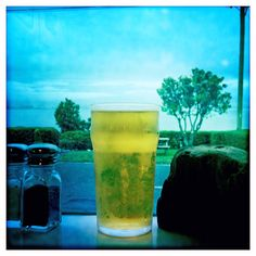 My first beer in New Zealand for 25 years came complete with stunning views of the cloud-draped mountains above beautiful Kaikoura. With a name like 'Hop Rocker', I was expecting a fruity pale ale ...