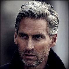 Gray hair man: trends, colors and shades of 2019 - hair care trends - Gray hair man: trends, colors and s. Wavy Hair Men, Long Wavy Hair, Curly Hair Cuts, Grey Hair Boy, Grey White Hair, Older Mens Hairstyles, Haircuts For Men, Hairstyles 2018, Latest Hairstyles