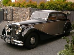 1949 The year of my birth! Vintage Travel, Vintage Cars, Antique Cars, Old Lorries, Bentley Car, Automotive Design, Car Car, Old Cars, Motor Car