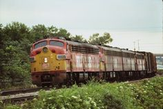 Four Rock Island E-units roll west near joliet IL 1978 .We got beer in our car and the chase starts Rock Island Railroad, Train Posters, Railroad Pictures, Bonde, Railroad Photography, Covered Wagon, Chicago Style, Diesel Locomotive, Model Trains