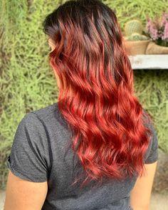 Se da una parte, il rosso è il colore del fuoco e dalle mille meravigliose tonalità, dall'altra c'è sempre un po' di timore nell'accostarsi a questa particolare nuance, anche per il grande studio di pianificazione che c'è dietro alla scelta di provarlo..#HairGarage Grande, Long Hair Styles, Studio, Beauty, Collection, Beleza, Study, Long Hair Hairdos, Studios