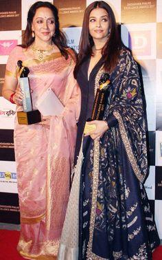 Hema Malini and Aishwarya Rai Bachchan at function award on luxurious zari Kota saree Indian Beauty Saree, Indian Sarees, Bollywood Stars, Bollywood Fashion, Indian Dresses, Indian Outfits, Sari Design, Hema Malini, Indian Goddess